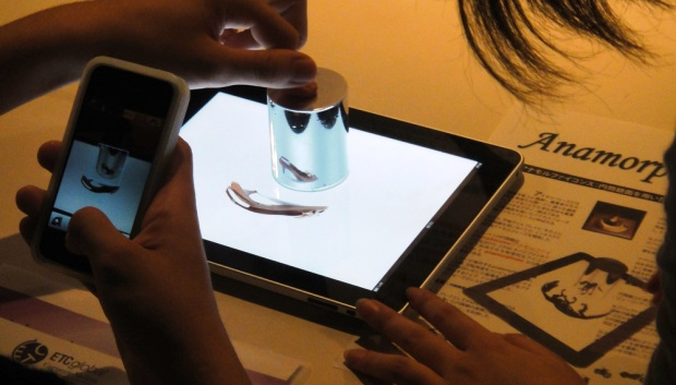 Latest invention cylindrical mirror display for the ipad for Miroir invention
